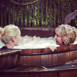 Insta Mum Daughter Hot TubSMALL